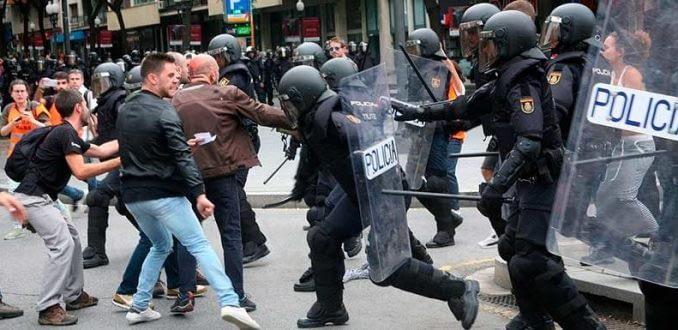 Referéndum: Cataluña vive violenta jornada de reprensión y gana el Sí
