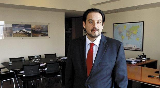 Andrés Rebolledo fue director de la Dirección de Relaciones Económicas (Direcon) y ministro de Energia en el segundo gobierno de Michelle Bachelet.