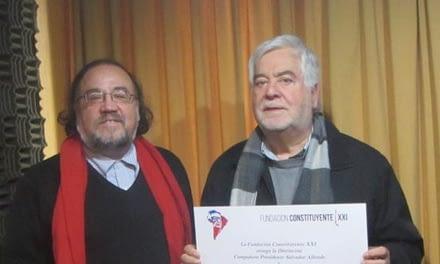 """Fundación Constituyente XXI entrega distinción """"Salvador Allende"""" a Juan Pablo Cárdenas"""