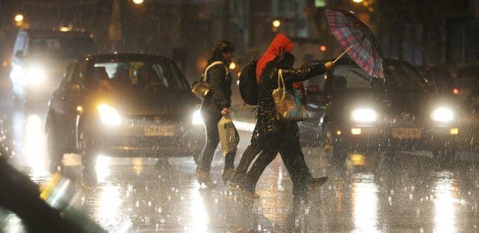 Sistema frontal deja sin luz a comunas de la Región Metropolitana