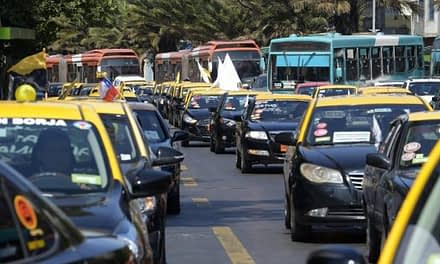 Día de furia en la Alameda: Taxistas, grupos LGTBQ y pescadores de Lebu se toman el centro