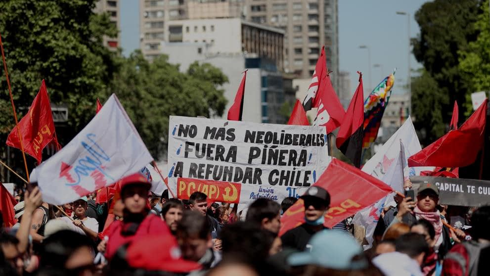 Chile enfrenta su segundo día de huelga general contra medidas de La Moneda