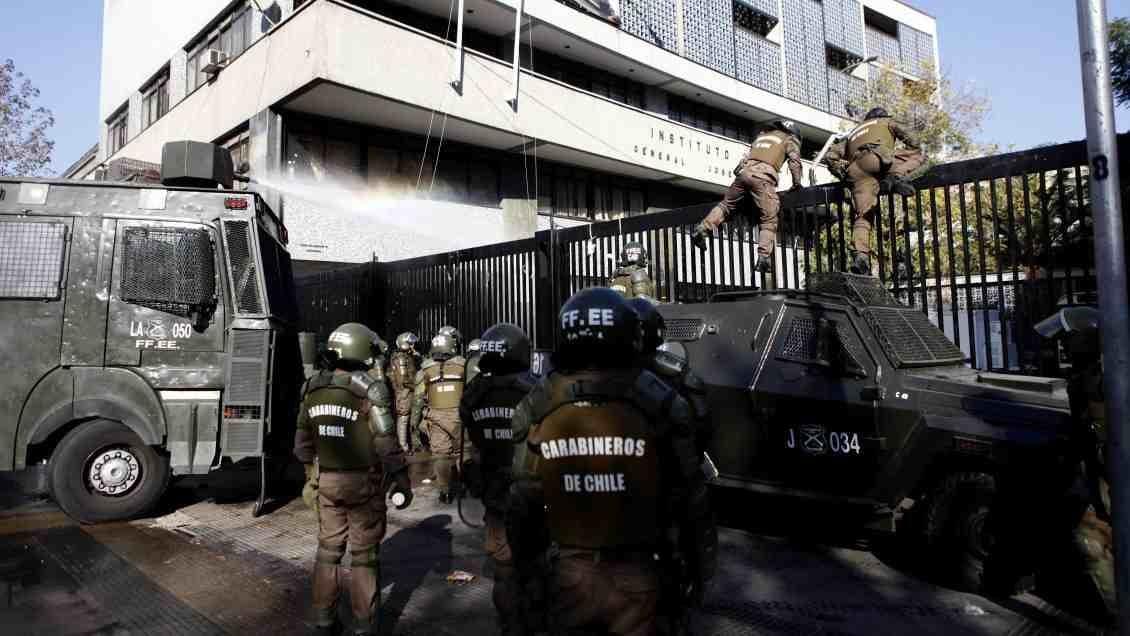 Comisión de DDHH cita a Carabineros por ingreso al Instituto Nacional