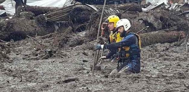 Carabineros reanuda labores de rescate en Villa Santa Lucía