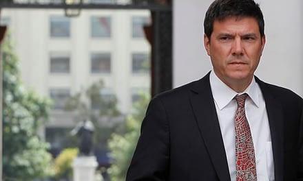 Gobierno blinda a Gómez-Lobo ante críticas por aumento de evasión en Transantiago