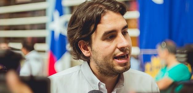 """Vlado Mirosevic: """"Aplazar las elecciones de intendentes es una traición a las regiones"""""""