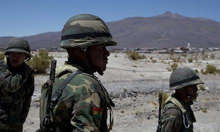 """Chile califica de """"acción delicada"""" desplazamiento de tropas bolivianas a la frontera"""