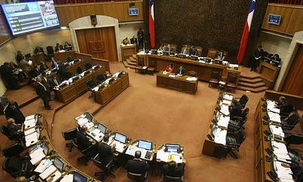 """""""Es un retroceso"""": expertos descartan eficacia en reducción de parlamentarios"""