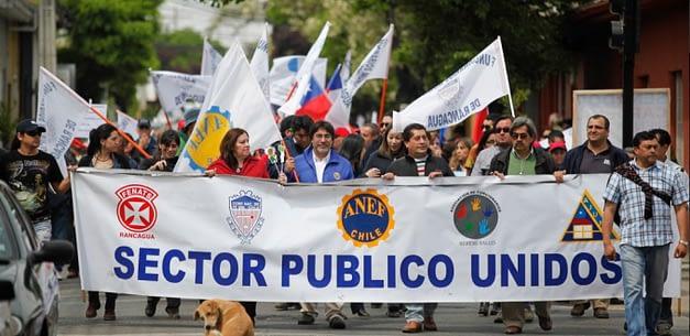 Mesa del sector público evalúa extender movilización por reajuste salarial