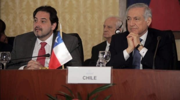 A principios del año 2016, Chile suscribió el Acuerdo Transpacífico en Nueva Zelanda. Asitieron el ministro de Relaciones Exteriores de la época, Heraldo Muñoz, y el director de la Direcon, Andrés Rebolledo.