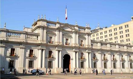 Ministro Blumel invita a partidos de oposición a dialogar en La Moneda