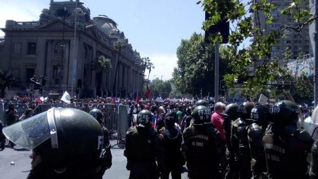 Las medidas de carácter económico- social anunciadas el martes por el Presidente Sebastián Piñerano fue suficiente para calmar las manifestaciones sociales