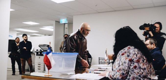 Histórico: Chilenos participan de las elecciones primarias desde el extranjero