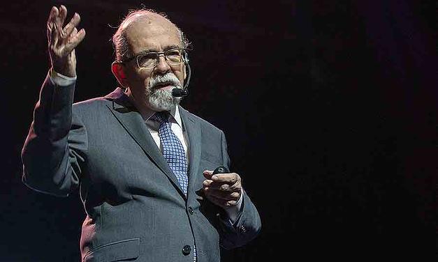 """José Maza: """"En Chile nos han inventado un mundo y de esa manera nos manejan mejor"""""""