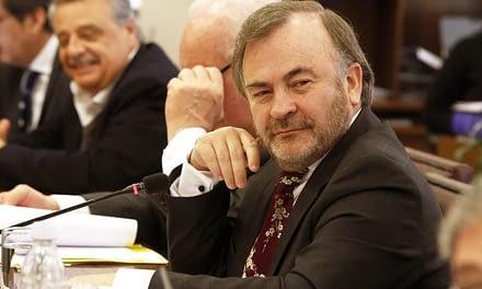 """""""No tiene nuestra confianza"""": Oposición exige renuncia de Pepe Auth a la Mesa de la Cámara"""