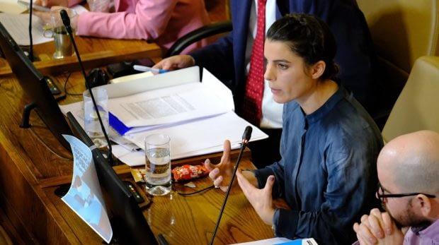 No obstante, el diputado finalizó la lectura de los argumentos solo con 76 parlamentarios presentes