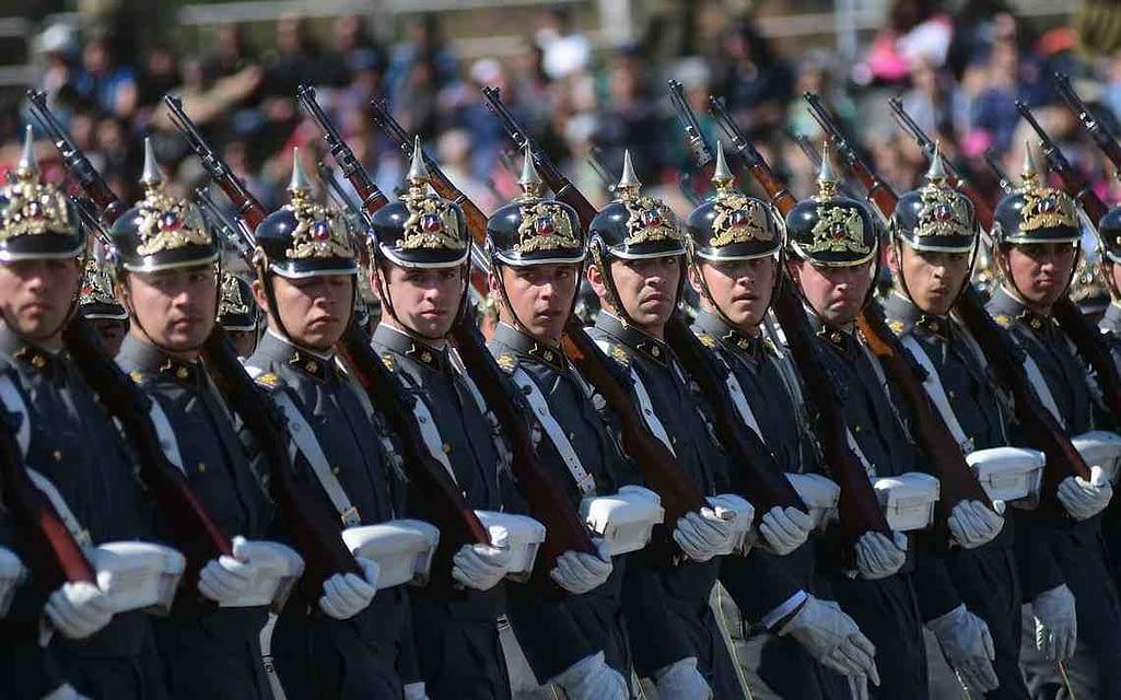 Más de 8 mil efectivos desfilan en Parada Militar 2018