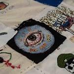 Borda sus Ojos: la obra textil que rinde homenaje a las víctimas de lesión ocular