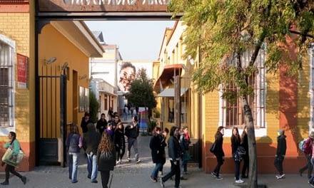 """Estudiantes Arcis: """"El Mineduc está dejando morir a nuestra universidad"""""""