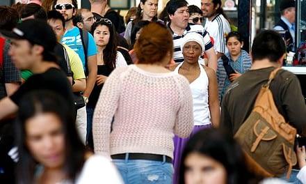 Los casi 300 días que le quedan a Bachelet para aprobar una ley migrante