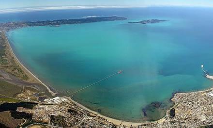 """Acusan al SEA de """"conflicto de interés"""" en aprobación de proyecto GNL Talcahuano"""