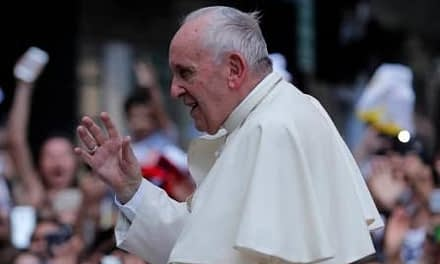 Papa llama nuevamente a la paz luego de ataques a Siria