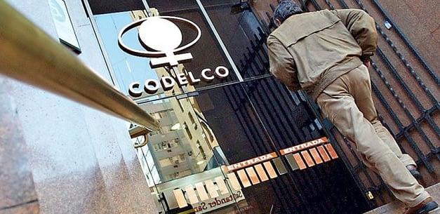 Viajes e indemnizaciones millonarias: los resultados de la auditoría a Codelco