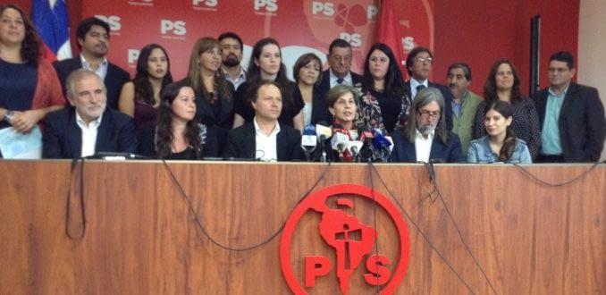"""Presidenciales 2017: indefinición y falta de candidatos competitivos deja al PS """"fuera de juego"""""""