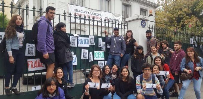 Estudiantes protestan contra plan educacional de Sebastián Piñera