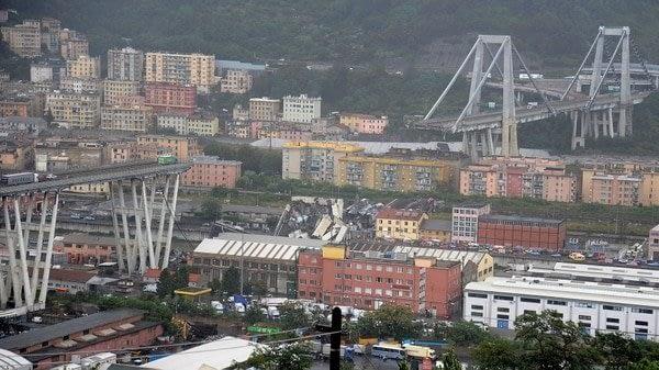 Tragedia en Génova: evacuaron a 432 personas de once edificios cercanos al puente derrumbado