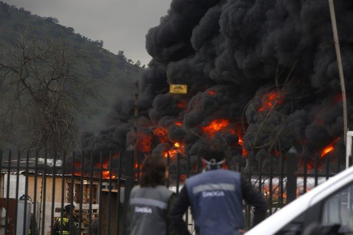 Incendio en Maipú cubre de humo a todo Santiago