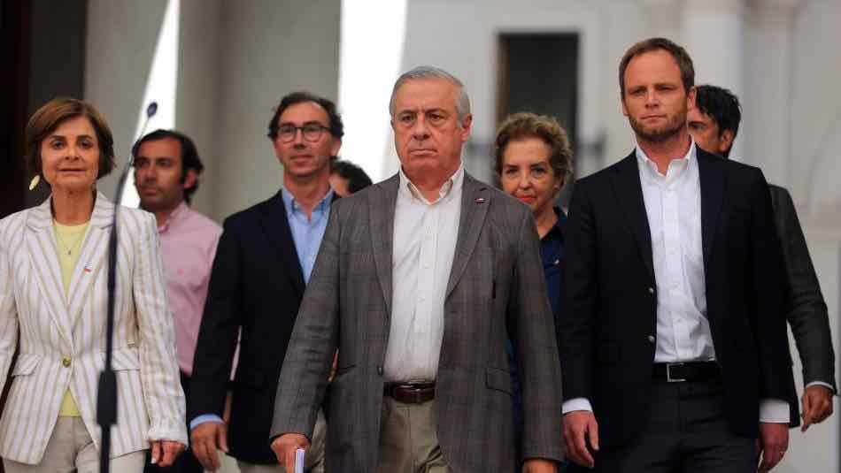 COVID-19: Gobierno decreta cuarentena total en siete comunas de Santiago