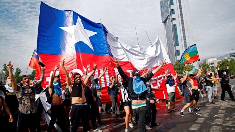 Termómetro Social: 80% de los chilenos cree necesario cambiar la Constitución